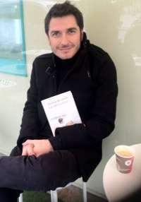 Carlos del Amor presenta 'La vida a veces', un libro en el que las protagonistas son las cosas pequeñas