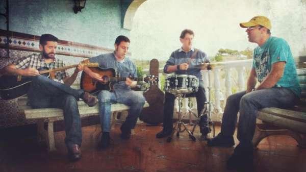 El grupo malagueño Lux presenta este viernes su disco en La Cochera Cabaret