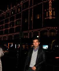 Un joven abulense traslada al lector a las calles de Londres para resolver extraños suicidios relacionados con un libro