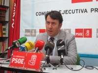 El secretario general del PSOE de Badajoz se desplaza hasta Huelva para exigir el mantenimiento de la línea Huelva-Zafra
