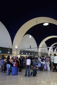 CCOO critica que el aeropuerto deje de tener servicio médico y AENA asegura que la atención ...