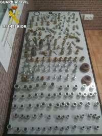 La Guardia Civil sorprende a dos hombres cuando sustraían tornillos en un taller de Alginet