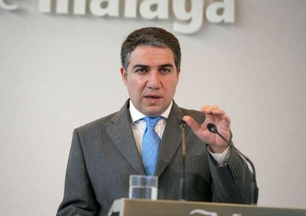 Bendodo dice al PSOE que no dé