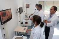 Cirujanos realizarán una operación en 3D y cirugía a través de orificios naturales en el Virgen del Rocío