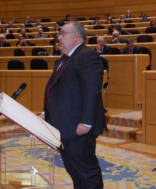 El alcalde de Barakaldo (Bizkaia), Tontxu Rodríguez (PSE), toma posesión este martes de su escaño como senador