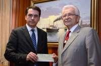 La Casa del Vino entrega 1.000 euros al Banco de Alimentos de su campaña navideña