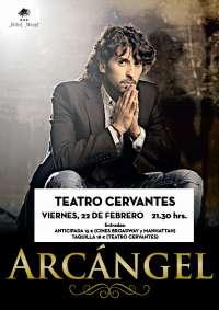 El cantaor Arcángel actúa este viernes, acompañado por guitarra y percusión, en el teatro Cervantes de Valladolid