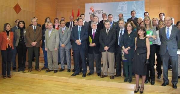Un total de 52 organizaciones firma el Compromiso con la Sanidad Pública de CyL, que