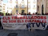 Trabajadores de RTVV protestan ante el Palau de la Generalitat por el ERE y por cómo se está desarrollando