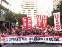 Cientos de personas se manifiestan por las calles de Murcia contra el paro y por una democracia social y participativa