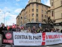 Cientos de personas se manifiestan en Pamplona contra el paro y por