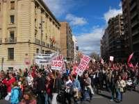 Una multitudinaria manifestación recorre las calles de Logroño para pedir