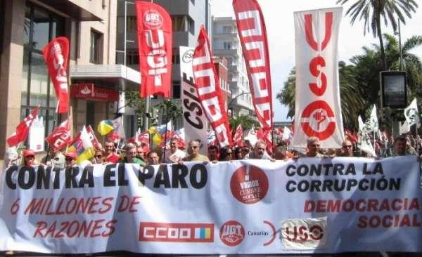 Cientos de personas salen a la calle en las dos capitales canarias contra el paro y por una democracia social