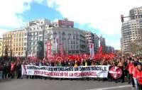 Una multitudinaria manifestación protesta en Valencia contra el paro y los recortes