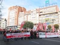 AM-Una multitudinaria manifestación protesta por el paro, la