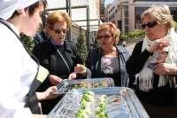 +Brócoli reparte 2.000 tapas en el mercado Saavedra Fajardo de Murcia con la campaña 'Piensa en ti'