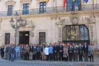 Cort guarda un minuto de silencio en memoria de la mujer asesinada en Palma