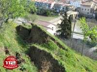 Desalojada una vivienda de Puente la Reina que amenaza con derrumbarse tras un deslizamiento de tierra