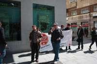 Una docena de personas protesta por la negativa de Bankia a aceptar la dación en pago para una familia de Ciudad Real