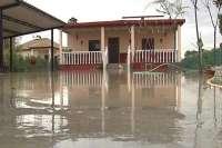 Vecinos de parcelas inundadas critican que las administraciones sólo ayudan para desalojar y no