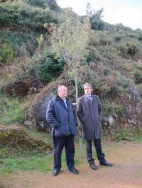 La Consejería de Medio Ambiente planta 1.400 nuevos árboles autóctonos en la Peña de Peñacastillo