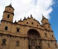 Reubicados dos nidos de cigüeña blanca en Alcañiz