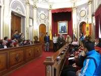 Badajoz celebra el Día del Pueblo Gitano con una 'ceremonia del río' y la colocación de su bandera en el ayuntamiento