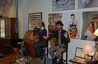 El grupo onubense Antílopez descubre en Sevilla su nueva forma de hacer pop, cargado de cabaret, humor y muy urbano
