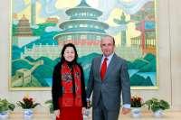 (Ampl) Botín se reúne en Pekín con banqueros y autoridades chinas y se declara