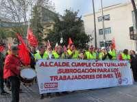 Extrabajadores de Imesapi se manifiestan para pedir su subrogación y el Ayuntamiento reitera que no es posible