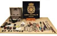 Dos detenidos sorprendidos por un agente fuera de servicio cuando intentaban robar en un taller de joyería