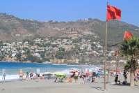 Almuñécar prohíbe el baño en sus playas como medida preventiva ante la llegada de medusas tóxicas