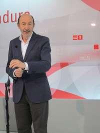 Rubalcaba insta al Gobierno a aceptar su enmienda para extender a toda España la