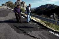 El PSOE pide a la Diputación que arregle la carretera que une Alfarnate con Periana