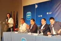 Bendodo subraya el compromiso del PP con todos los ayuntamientos, al margen de su tamaño o color político