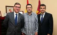 Marín se reúne con los alcaldes conquenses de Las Mesas y Villanueva de la Jara