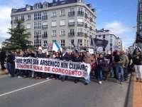 Un millar de personas rechazan en Carballo la mina de Corcoesto, que deja