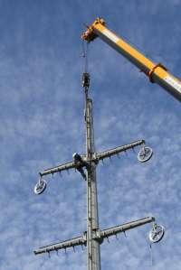 Endesa desmantela una línea de alta tensión en Palafrugell (Girona)