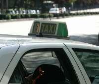 El sector del taxi denuncia la concesión del servicio de los juzgados de Alicante y Valencia a una empresa de autobuses