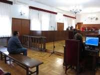 El fiscal rebaja la petición de pena a Tarazona de ocho a tres años y su defensa insiste en la absolución