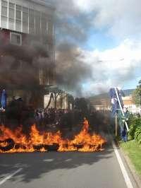 Trabajadores del naval de Ferrol cortan el tráfico durante más de una hora en una protesta para pedir carga de trabajo