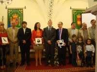 La cadena La 2, de TVE, recibe la 'Cigüeña de plata' de Malpartida de Cáceres por su defensa del medioambiente