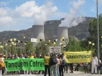 Cientos de personas marchan hasta la nuclear de Cofrentes para exigir su cierre