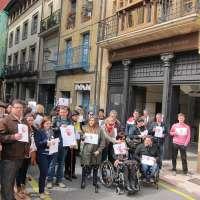 Asociaciones se concentran ante la sede de la Procuraduría General para defender la permanencia de la institución