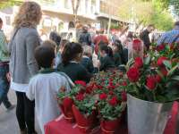 La Policía Local de Girona requisa 300 rosas por venta ilegal