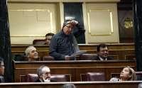 Baldoví se 'desnuda' en el Congreso en apoyo a la PAH y acusa al Gobierno de haber optado