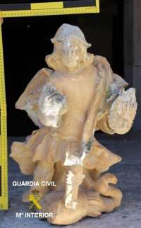Sucesos- Recuperada una talla de piedra del XVII que había sido robada momentos antes en la ermita de Hontangas (Burgos)