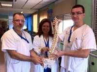 Trabajadores del Hospital de la Candelaria aprenden cómo prevenir lesiones en la espalda