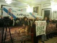 El pleno de Ferrol se celebra tras varias suspensiones por protestas y con abandono de IU y BNG