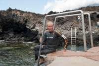 Un nadador grancanario discapacitado realiza una travesía de 12 kilómetros en El Hierro en menos de tres horas